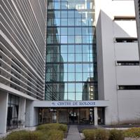 Entree du centre de biologie et de la consultation