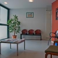 Salle d'accueil avant consultation : nombreux documents relatifs aux addictions mis a votre disposition